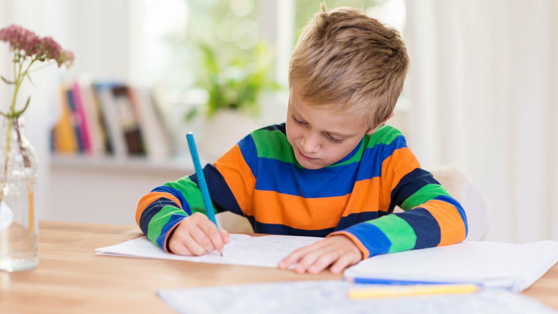 bambino-che-studia