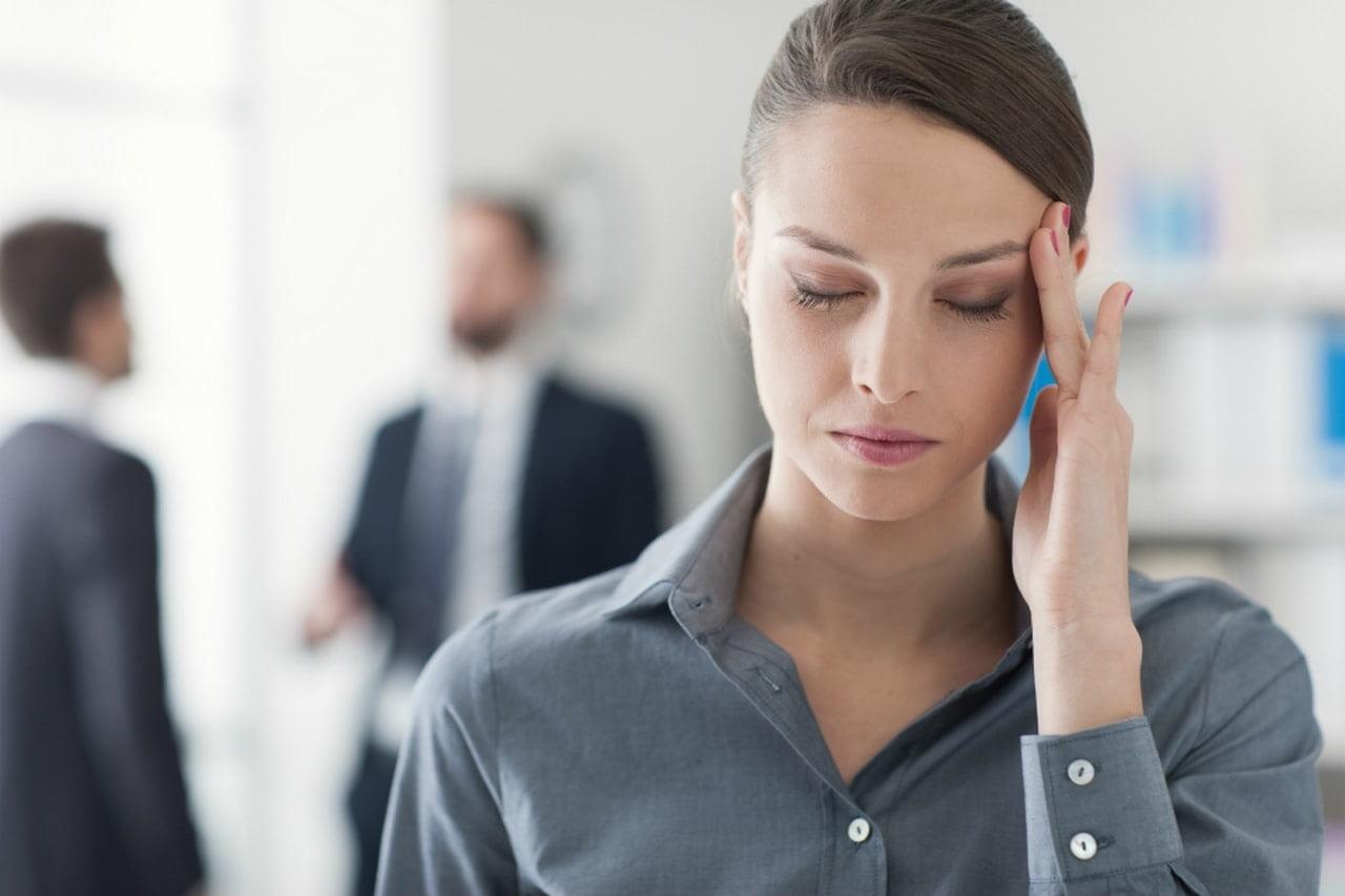 donna con cefalea